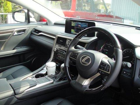 レクサス 外部出力がなくても後席モニターを設置します
