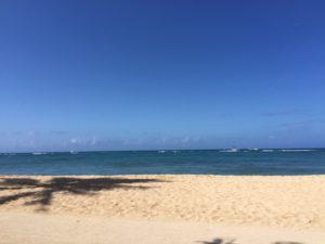 ハワイ オアフ島 ヒルトンハワイアンヴィレッジ前のビーチです